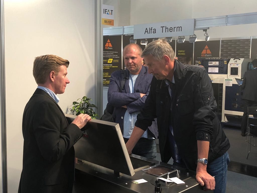 Patrik - our partner and distributor from Sweden explaining our machine to some visitors